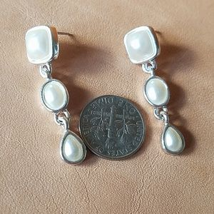 Jewelry - Silver and pearl earrings